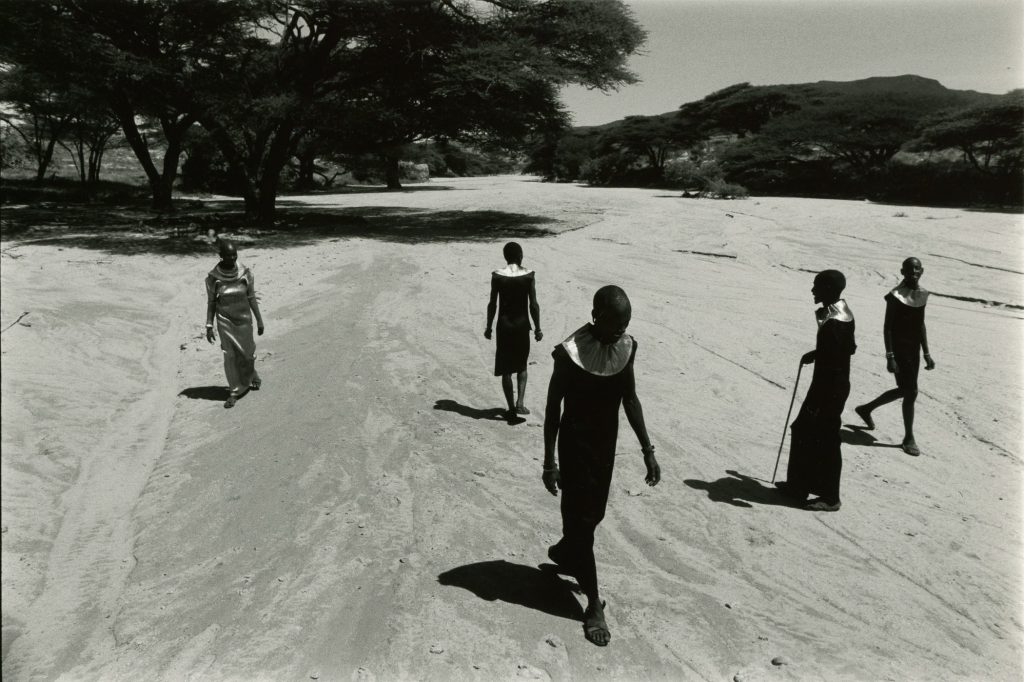 Pleats Please travel through Kenya (© by Yuriko Takagi)